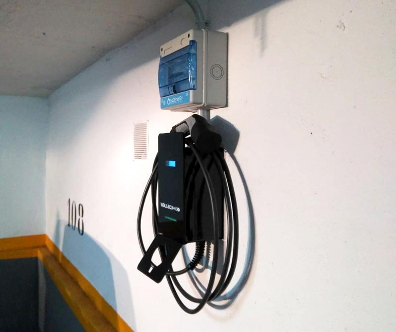 Como carregar o carro elétrico em condomínio